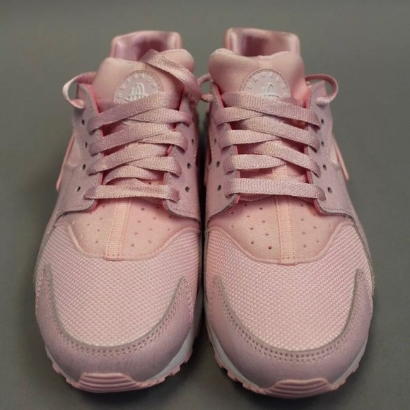 83e60fad7827 Nike huarache Pink Woman s Sz 7